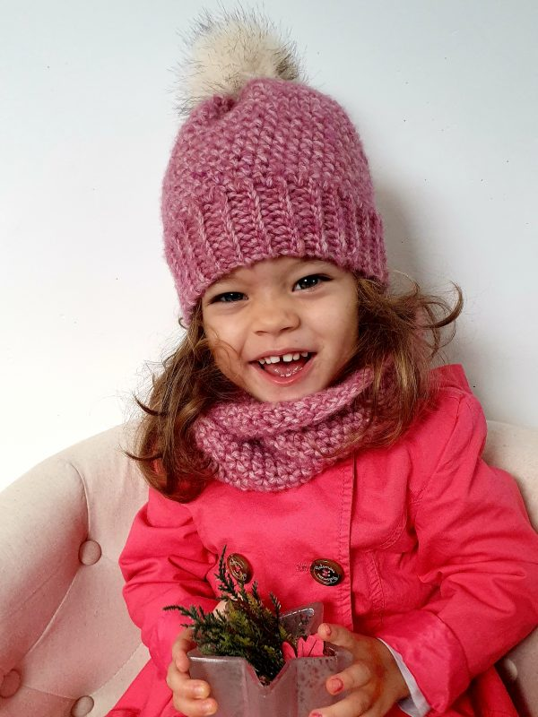 Winter Set with Beanie & Cowl. Free Crochet Pattern
