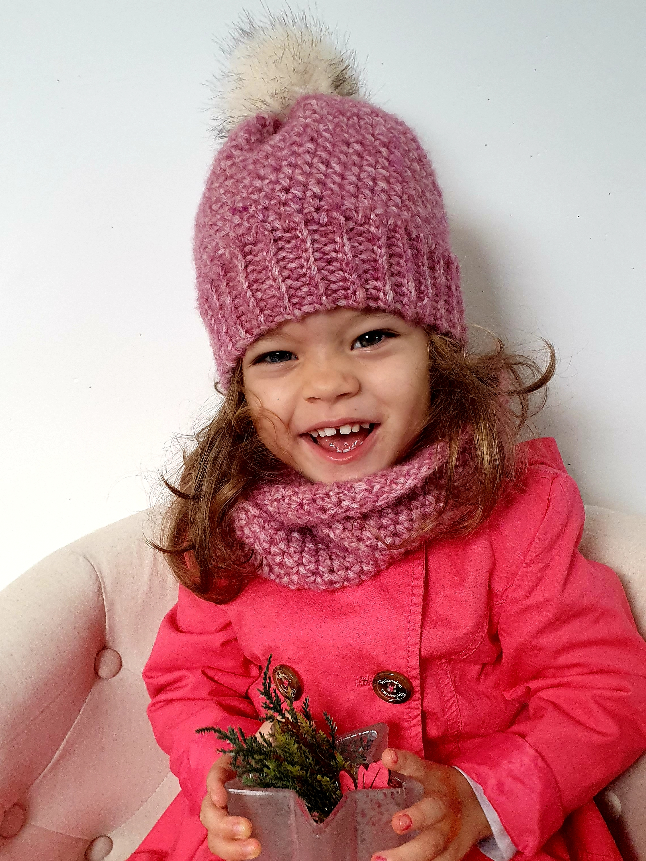 Winter Set with Beanie & Cowl. Free Crochet Pattern