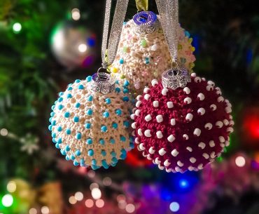 Beaded Christmas Baubles. Crochet Pattern